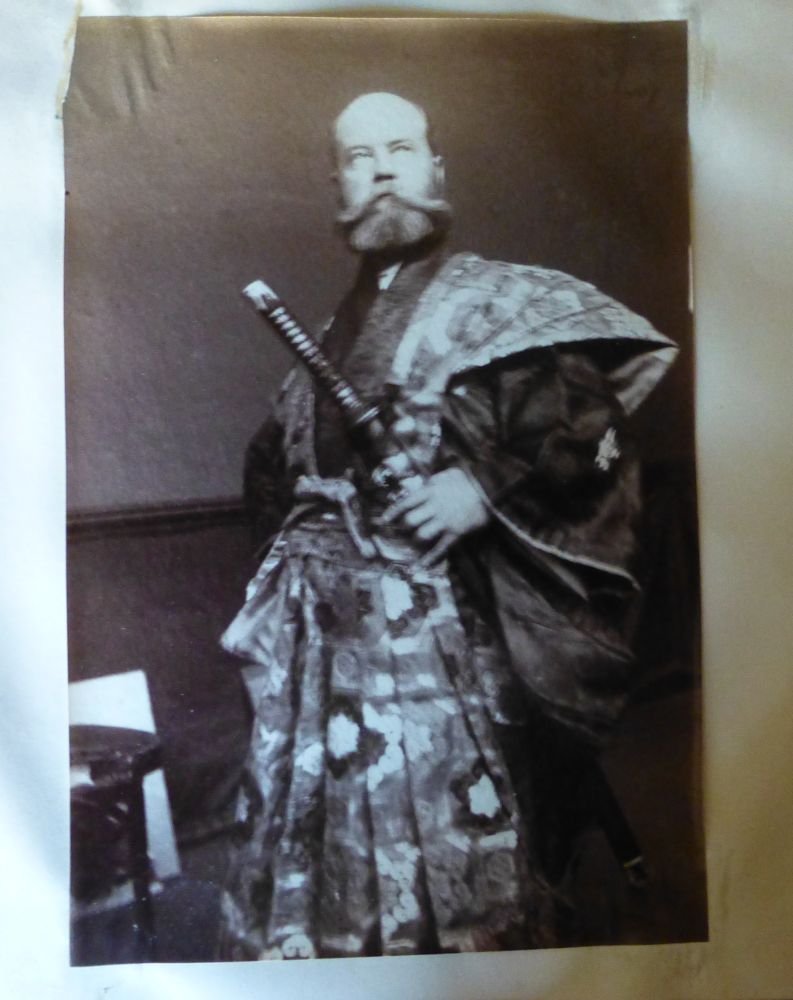 PA artist in Japanese garb